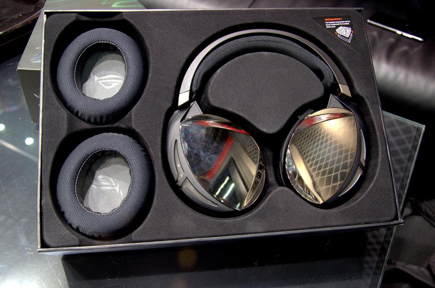 Игровая гарнитура ROG Strix Fusion 500 коробка внутри