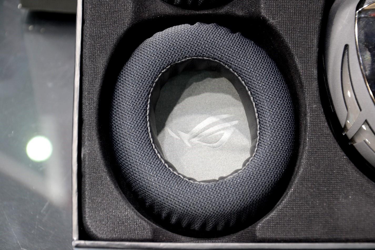 Игровая гарнитура ROG Strix Fusion 500 ухо в коробке